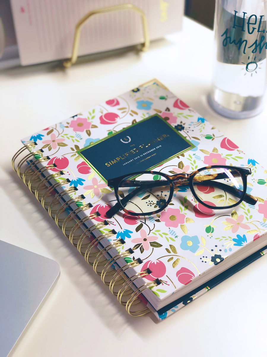 It's time to better your female entrepreneur lifestyle!! Here are 5 healthy things to do when you sit at a desk all day that you can start implementing right away on The Productivity Zone!!